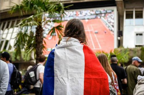 Roland Garros ngày 6: Wawrinka thắng nhàn - 7