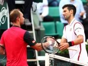 """Thể thao - Hot shot: """"Cá mập"""" bỏ nhỏ khiến Djokovic đứng hình"""