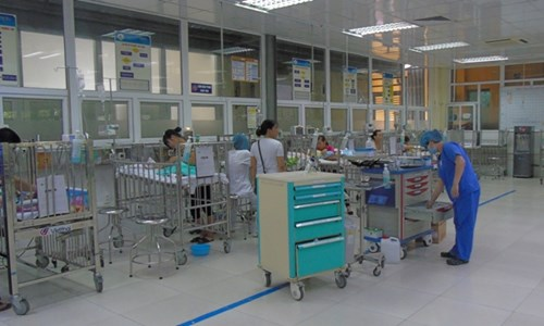 Con ốm, cậy nhà gần bệnh viện xông vào hành hung bác sĩ - 2