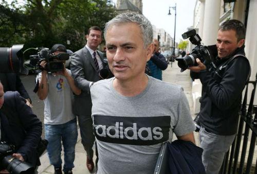 Mourinho là người hạnh phúc buổi đầu làm việc ở MU - 2