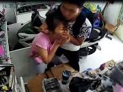 An ninh Xã hội - Clip: Giữa TPHCM, táo tợn gí dao vào cổ cô gái để cướp