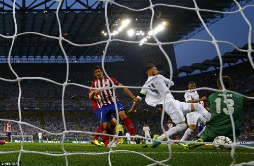 Góc chiến thuật Real - Atletico: Khôn ngoan chẳng lại với trời - 2