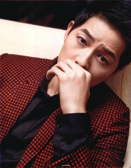 """Những khoảnh khắc """"đốn tim"""" fan của Song Joong Ki - 4"""