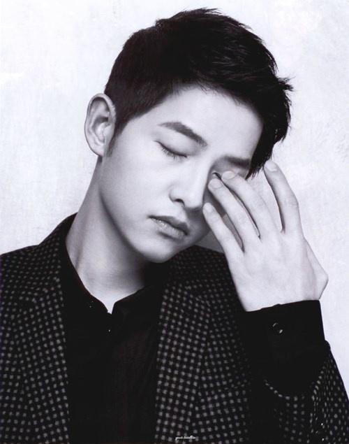 """Những khoảnh khắc """"đốn tim"""" fan của Song Joong Ki - 5"""