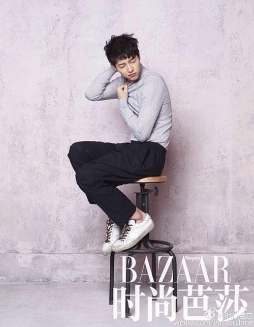 """Những khoảnh khắc """"đốn tim"""" fan của Song Joong Ki - 9"""
