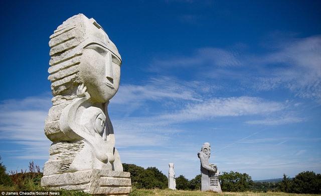 Thung lũng Thánh thần với 1.000 tượng đá kì vĩ ở Pháp - 5