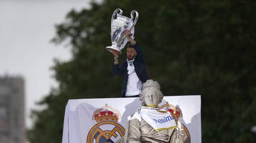 Thầy trò Zidane trở về Madrid, mở hội cùng biển người - 7