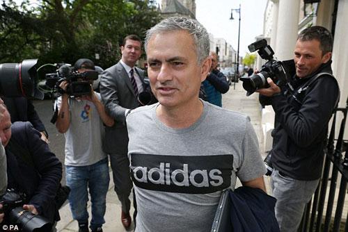 MU: Mourinho săn 2 SAO đá chung kết Champions League - 3