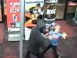 Mỹ: Cậu bé 7 tuổi dùng gấu bông đánh đuổi cướp có vũ khí