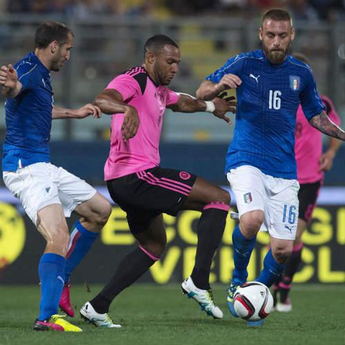 Italia - Scotland: Nỗi lo hàng công - 1