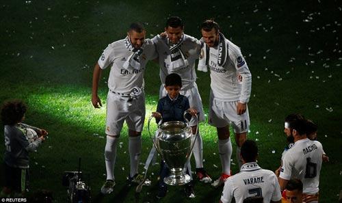 "Real - Ronaldo quậy tung Bernabeu mừng ""Undecima"" - 14"