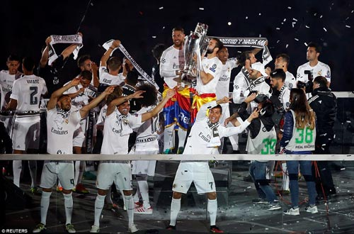 "Real - Ronaldo quậy tung Bernabeu mừng ""Undecima"" - 6"