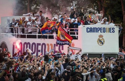 "Real - Ronaldo quậy tung Bernabeu mừng ""Undecima"" - 2"
