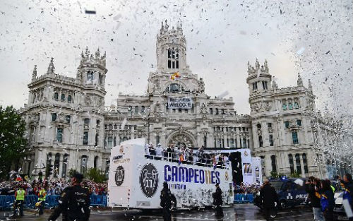 "Real - Ronaldo quậy tung Bernabeu mừng ""Undecima"" - 3"