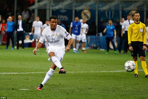 """Ronaldo """"độc hành"""" giải Cầu thủ hay nhất cúp C1 - 4"""