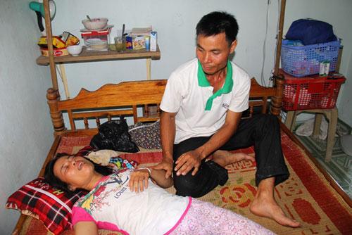 Vụ 3 anh em đuối nước: Mẹ trẻ gào khóc bên di ảnh các con - 2