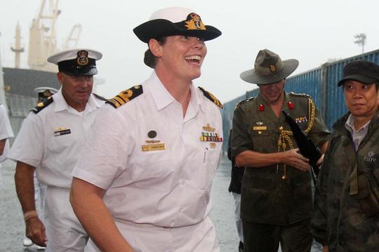 Tàu hải quân Úc đội mưa gió đến TP HCM - 11