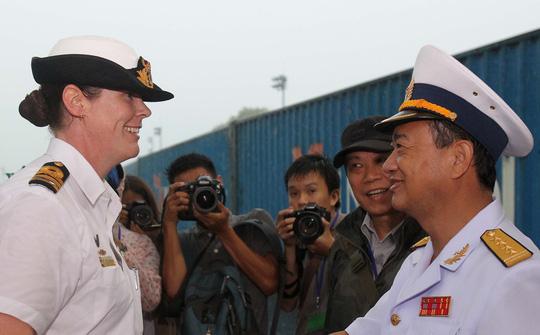 Tàu hải quân Úc đội mưa gió đến TP HCM - 12