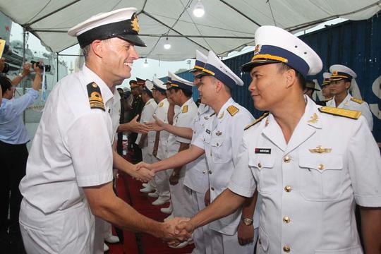 Tàu hải quân Úc đội mưa gió đến TP HCM - 14