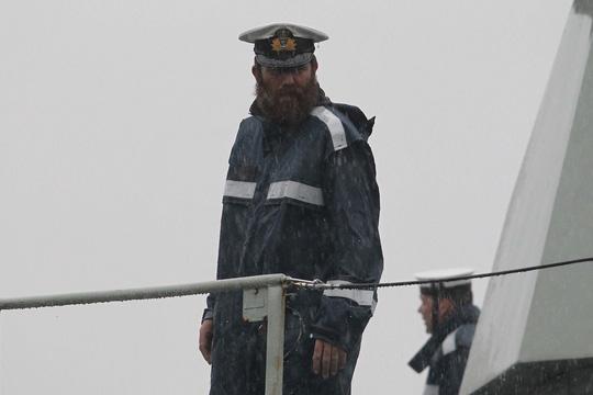 Tàu hải quân Úc đội mưa gió đến TP HCM - 4