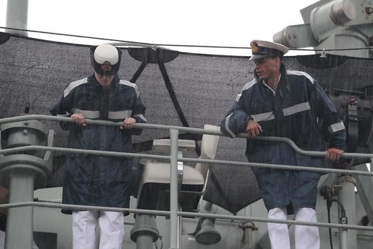 Tàu hải quân Úc đội mưa gió đến TP HCM - 8