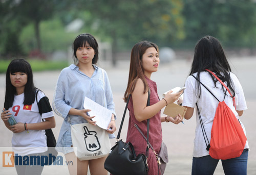 """Công Phượng """"chạy trốn"""" fan nữ, Văn Toàn được tặng quà - 6"""