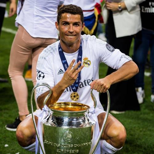 Trước thềm EURO, Ronaldo phong độ cao vượt xa Ibra - 1