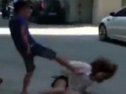 Bạn trẻ - Cuộc sống - TQ: Đòi chia tay, cô gái bị bạn trai đánh túi bụi