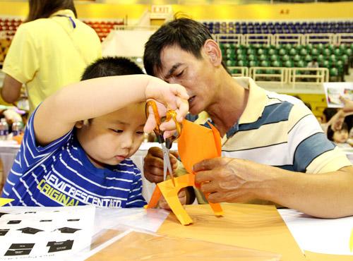 Trò chơi thủ công, vận động hút trẻ em Sài Gòn - 4