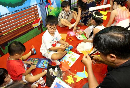Trò chơi thủ công, vận động hút trẻ em Sài Gòn - 9