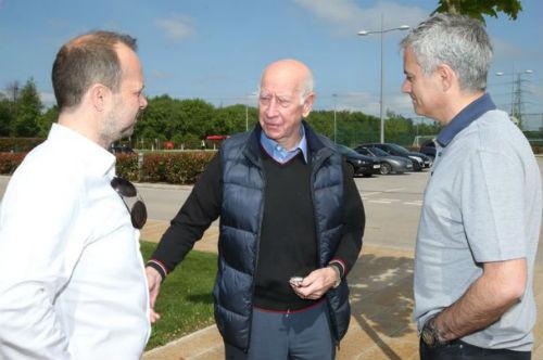 """MU: Mourinho nhận """"quà"""" đặc biệt ngày đầu tới MU - 2"""
