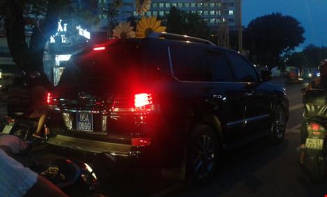 Phó Chủ tịch Hậu Giang trả lại biển số công của xe Lexus - 1