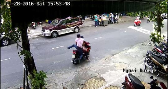 Truy tìm 2 tên cướp táo tợn giữa trung tâm TP Đà Nẵng - 1