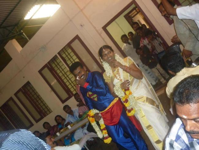 Ôi, Super Man đã giải nghệ về cưới vợ rồi.