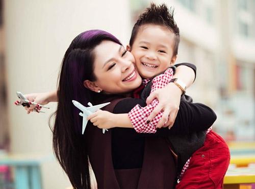 Những cô, cậu bé con nuôi nổi tiếng của sao Việt - 3