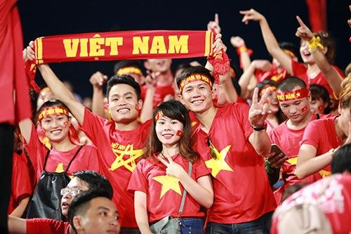 """Fan nữ """"thắp lửa"""" Mỹ Đình ở trận Việt Nam gặp Syria - 6"""