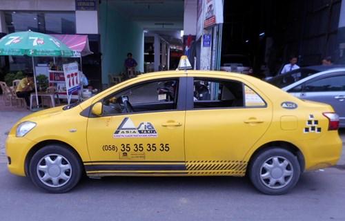 Táo tợn chặn taxi để cướp gần sân bay Cam Ranh - 2