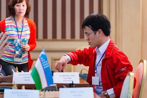 Lê Quang Liêm trở lại ngôi đầu Giải Vô địch châu Á - 2