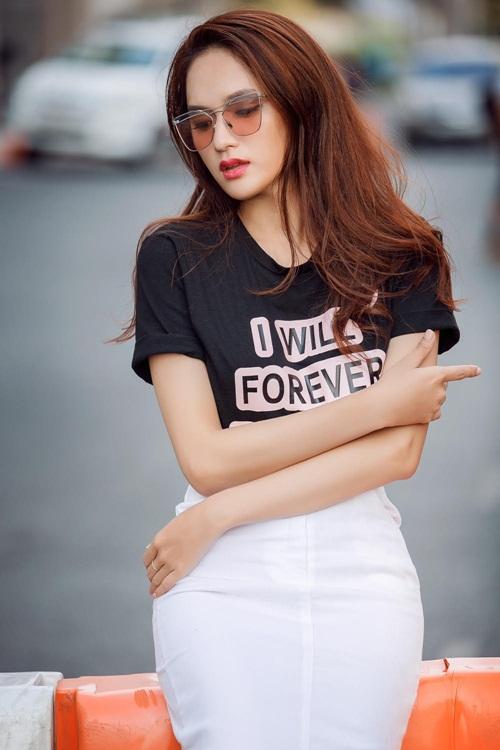 Hương Giang Idol và cách mặc gợi cảm, mát mẻ ngày hè - 12