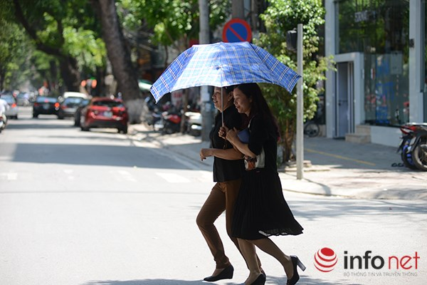 Người Hà Nội đối mặt với đợt nắng nóng nhất từ đầu hè - 4