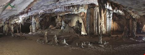 Chùm ảnh: Xuyên qua đá vôi trong lòng hang Thiên Đường - 1