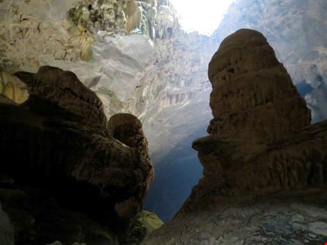 Chùm ảnh: Xuyên qua đá vôi trong lòng hang Thiên Đường - 2