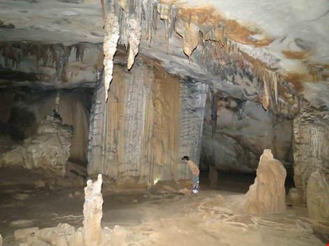 Chùm ảnh: Xuyên qua đá vôi trong lòng hang Thiên Đường - 9