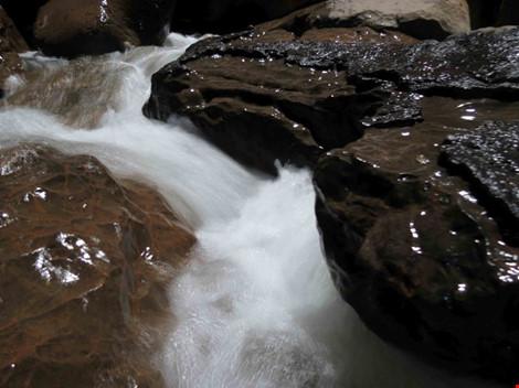 Chùm ảnh: Xuyên qua đá vôi trong lòng hang Thiên Đường - 5