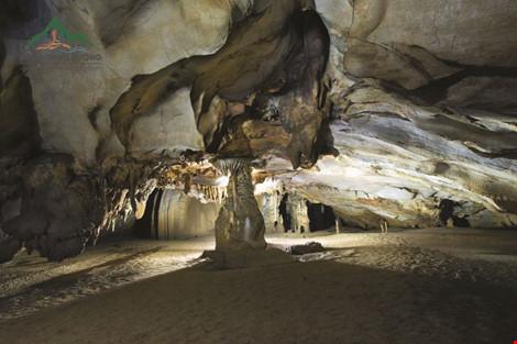 Chùm ảnh: Xuyên qua đá vôi trong lòng hang Thiên Đường - 3