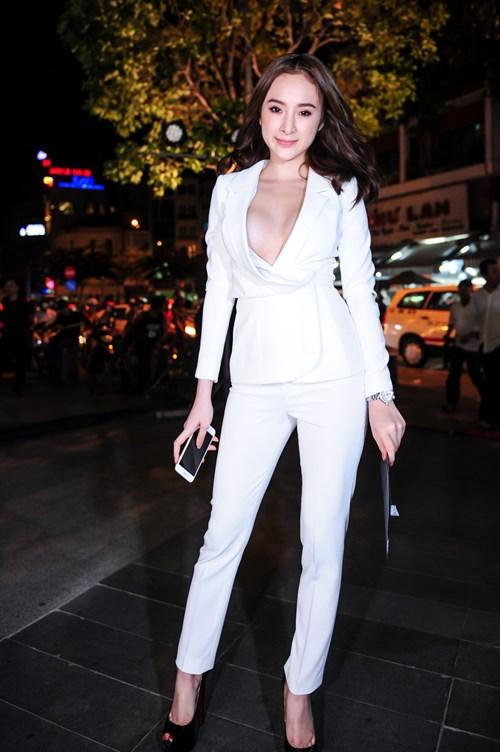 "7 lần Angela Phương Trinh gây ""bão"" vì váy áo - 6"