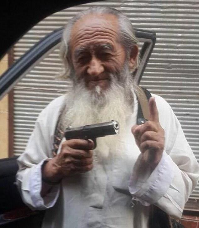 IS tung ảnh chiến binh 81 tuổi người Trung Quốc - 2