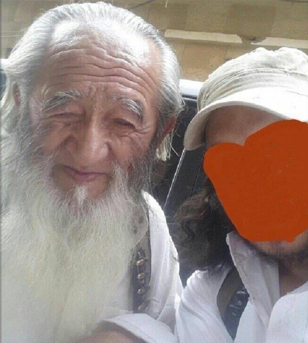 IS tung ảnh chiến binh 81 tuổi người Trung Quốc - 1
