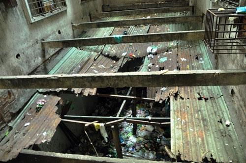Cuộc sống lay lắt của 10 hộ dân ở chung cư hoang tàn nhất SG - 3