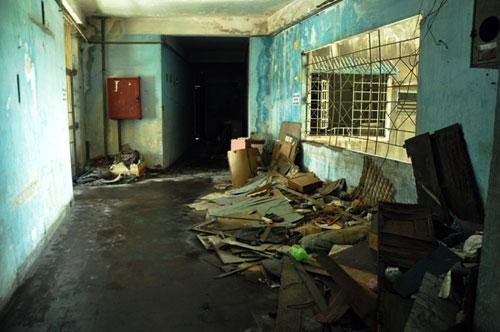 Cuộc sống lay lắt của 10 hộ dân ở chung cư hoang tàn nhất SG - 5